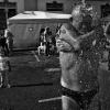 60 Travessias es un proyecto en curso que forma parte de la colecci梟 Hist榬ies de la Merc?  Es un proyecto iniciado hace tres a杘s a raiz de una foto ganadora de un Fotomerc?褽sport i la Festa? Ello me hizo contactar con Antonio Figueredo. Desde entonces, los domingos de Travessia al Port durante las fiestas de la Merc?los paso con 巐.Antonio Figueredo, lleva 61 a杘s realizando esta prueba. Todo empez?all?por 1948, y desde entonces, pr嘽ticamente todos los a杘s ha asistido. S條o unas pocas ausencias (menos de 5 cree recordar) fruto de compromisos laborales de anta杘, su trabajo en el mar se lo hab抋 impedido.