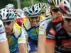 Alberto Contador (centro), del equipo kazajo Astana (AST) el 14 de julio de 2009 durante el año 2009 el Tour de Francia de la décima etapa. (Patrick Hertzog / AFP / Getty Images)