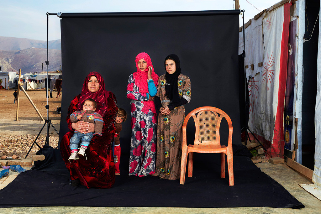 People, 3rd prize singles Dario Mitidieri, Italy, 2015, Lost Family Portraits