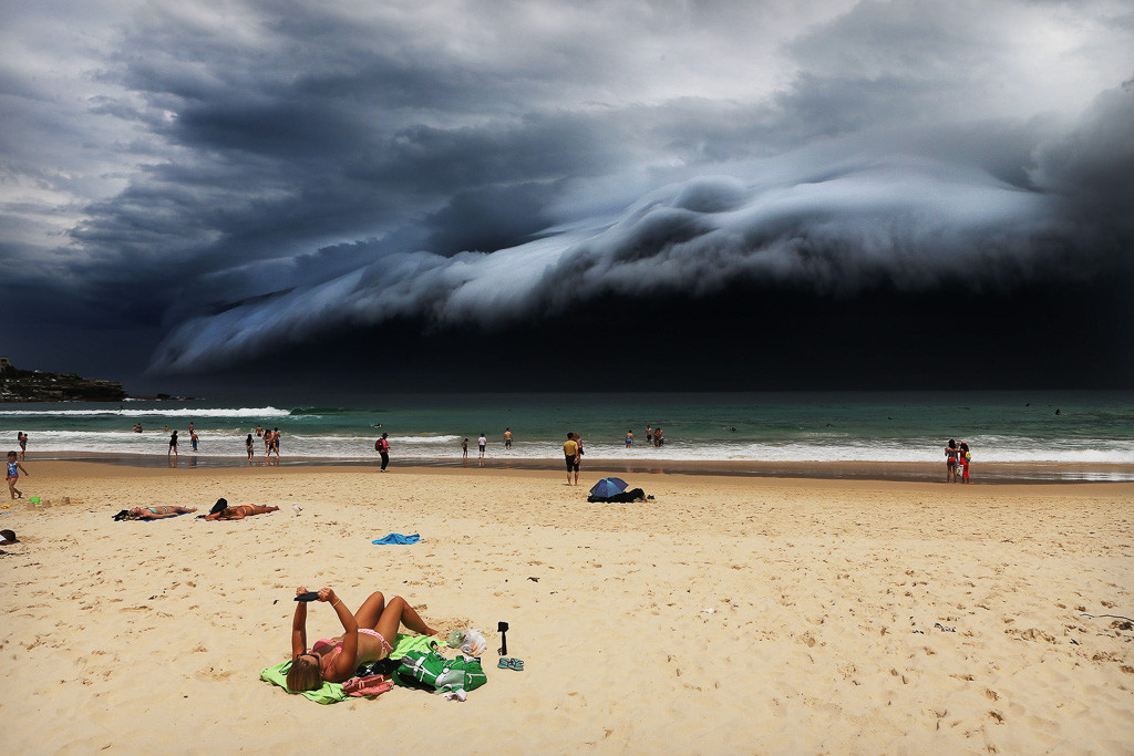 Nature, 1st prize singles Rohan Kelly, Australia, 2015, Daily Telegraph, Storm Front on Bondi Beach