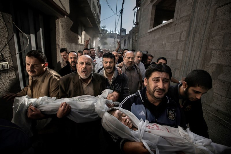World Press Photo of the Year 2012 Paul Hansen, Sweden, Dagens Nyheter  20 November 2012, Gaza City, Palestinian Territories Two-year-old Suhaib Hijazi and her three-year-old brother Muhammad were killed when their house was destroyed by an Israeli missile strike. Their father, Fouad, was also killed and their mother was put in intensive care. Fouad's brothers carry his children to the mosque for the burial ceremony as his body is carried behind on a stretcher.