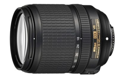 Nuevo objetivo zoom Nikon 18-140mm y flash SB-300