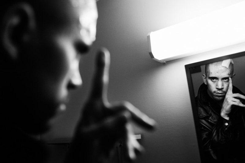 Un fotógrafo documenta la vida de su gemelo con parálisis cerebral