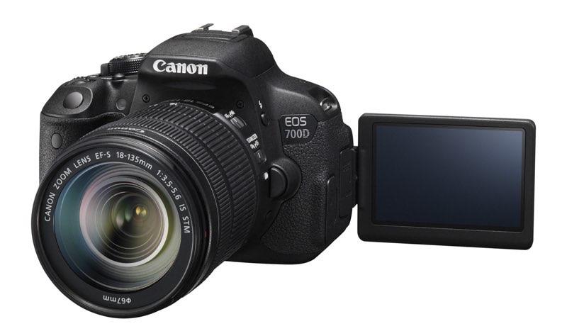 EOS 700D FSL LCD OPEN w EF-S 18-135mm IS STM