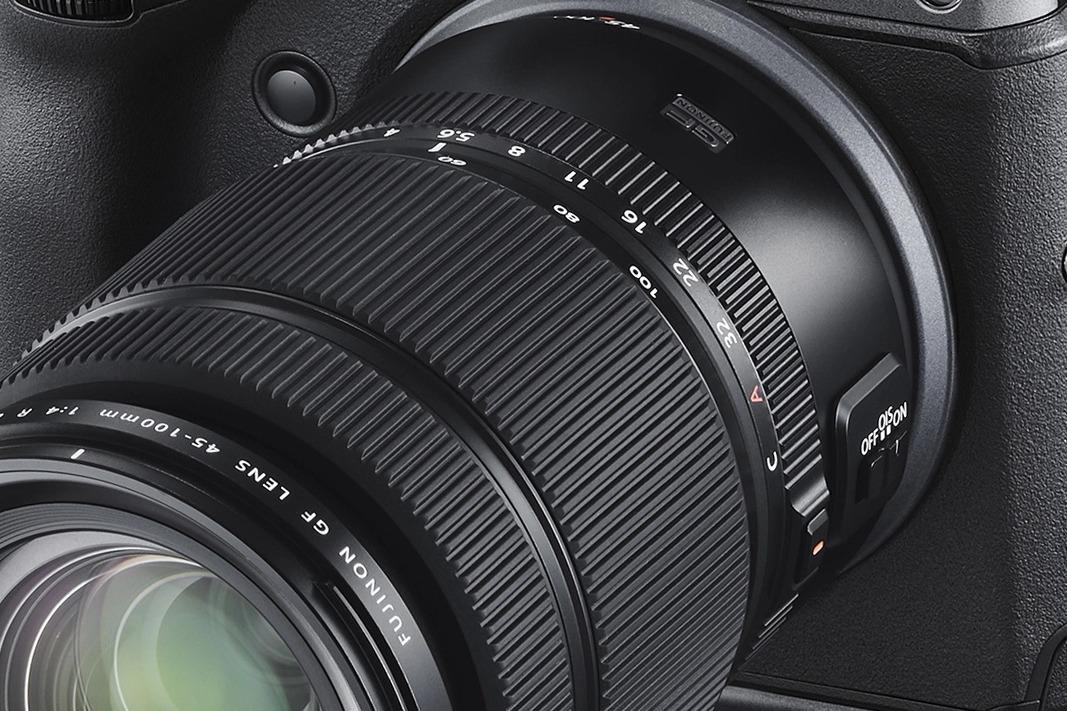 Fujifilm lanza el objetivo GF 45-100mm ƒ/4 R LM OIS WR para GFX (y actualiza su roadmap)