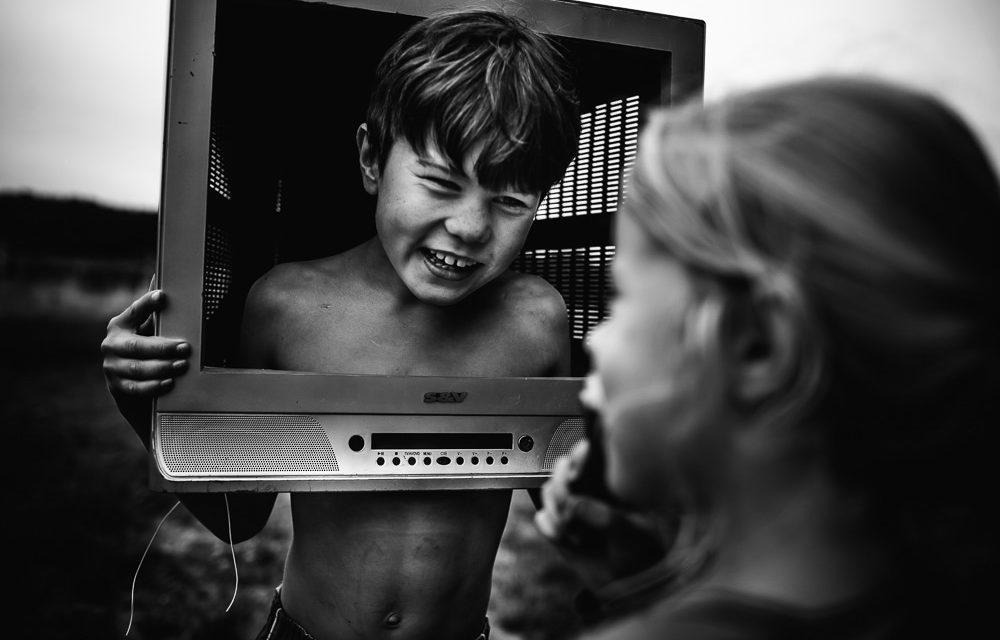 Niki Boon captura la vida de sus hijos viviendo desescolarizados y sin gadgets electrónicos