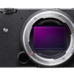 """Sigma fp, la cámara digital sin espejo """"full frame"""" más pequeña y ligera del mundo"""