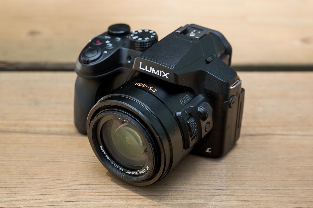 Panasonic-Lumix-FZ300-02