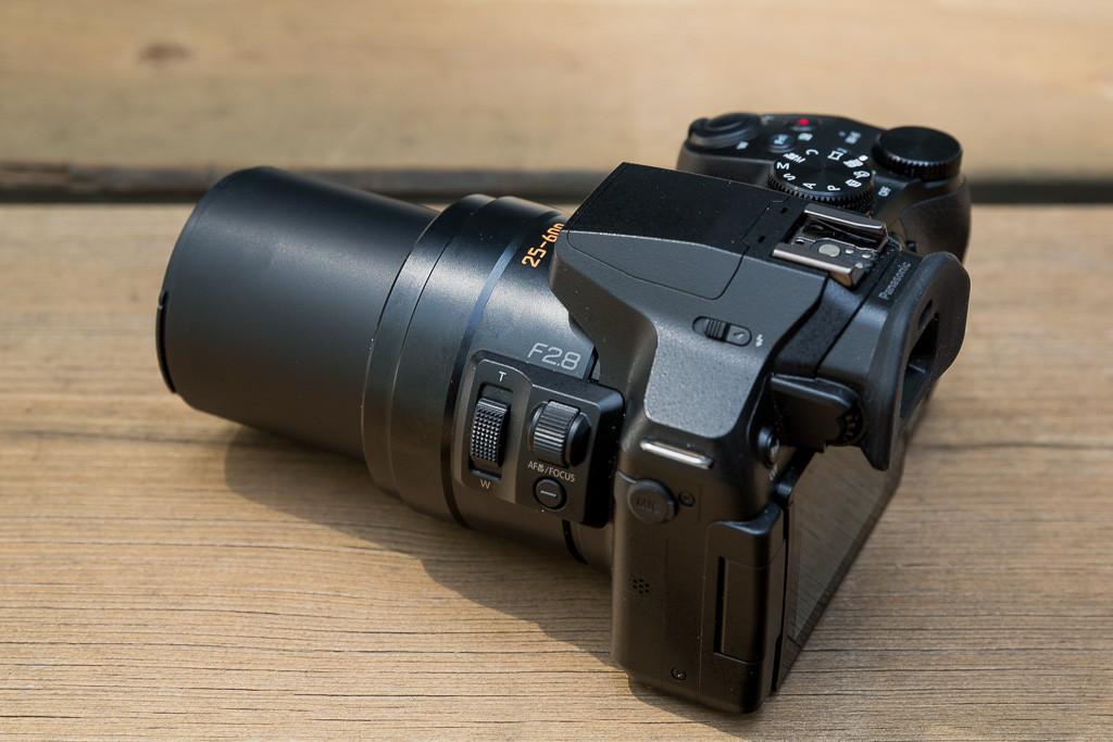 Panasonic-Lumix-FZ300-03