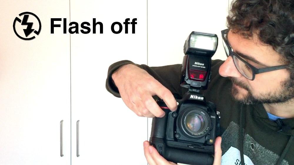 Desconexión del flash mediante configuración personalizada de botones de cámara