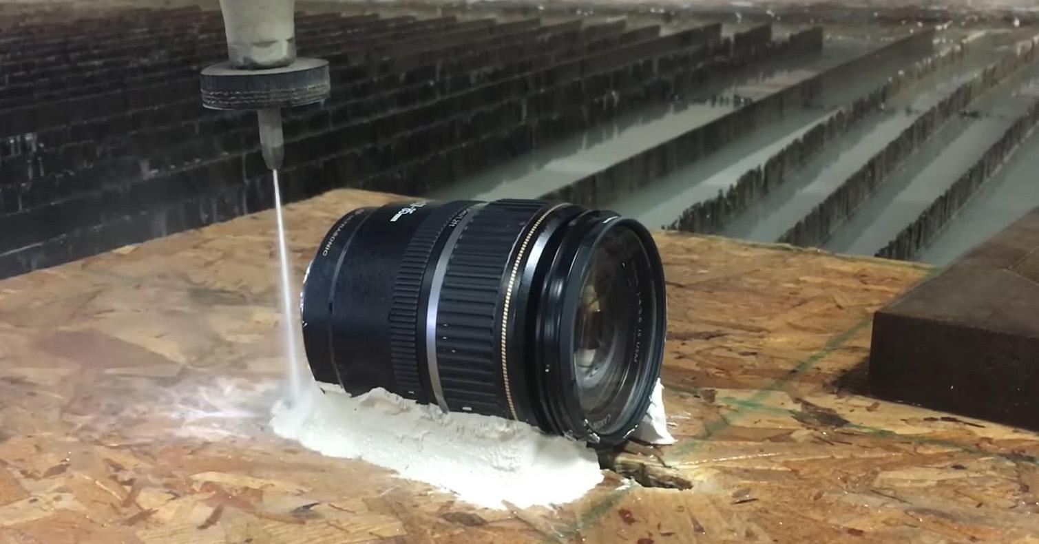 Cortando un objetivo Canon con un chorro de agua a 60.000 PSI