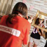 ¿Contratar un fotógrafo o hacerte tú las fotos del photocall?