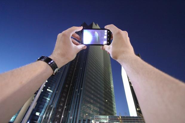 """El fotógrafo que muestra su punto de vista """"al pie de la letra"""""""